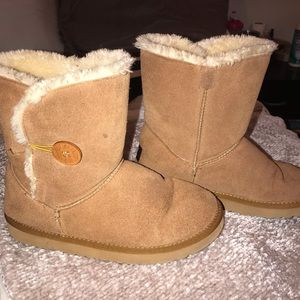 UGG Chestnut Bailey Button Boots